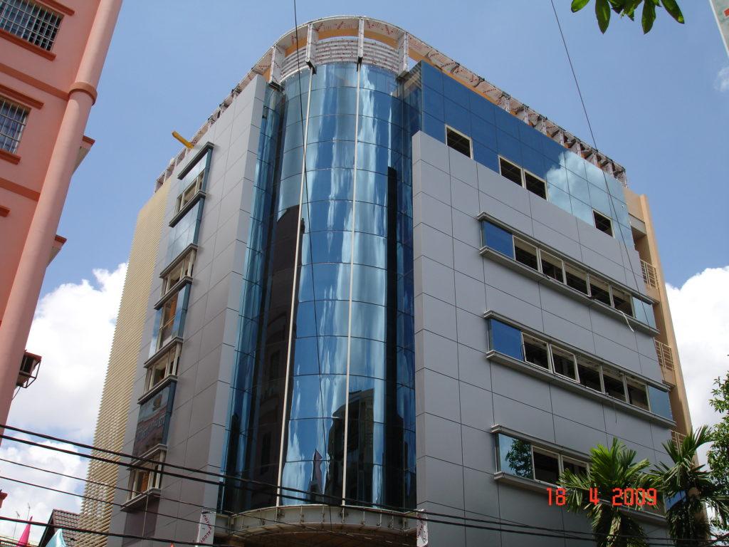 Tòa nhà ốp tấm alu alcotop