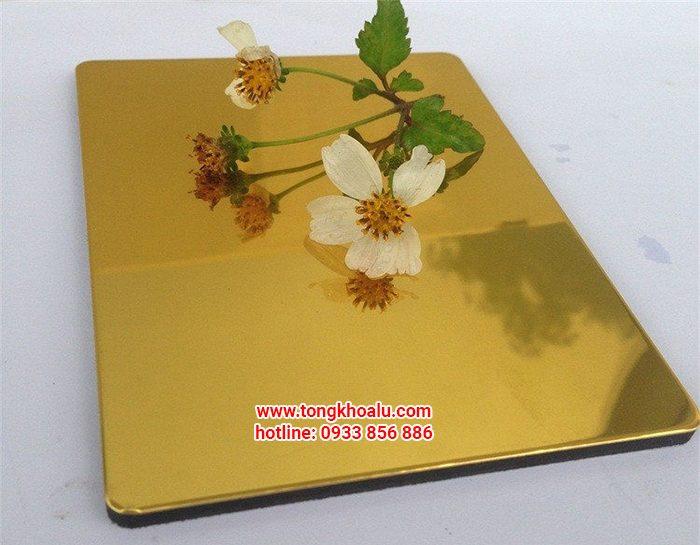 alu guong vang 700x545 - Tấm alu gương vàng giá tốt tại đại lý tấm alu TOP3